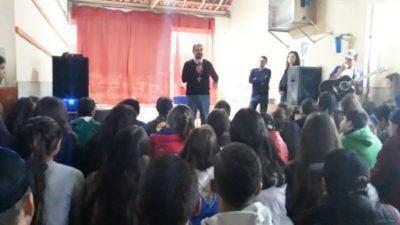 Diálogo sobre políticas públicas é realizado na Escola João Gilberto