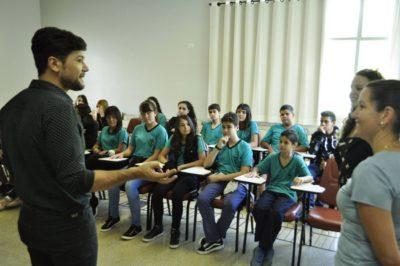 Alunos da E. M. Prof.ª Ivis Piedade entrevistam secretário da Educação