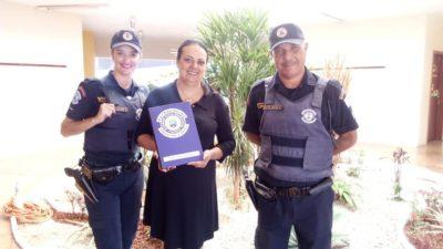 Equipe da Ronda Escolar Municipal entrega livros nas escolas