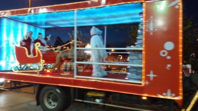 Munícipes acompanhando a Caravana da Coca Cola. Clique e assista o vídeo: