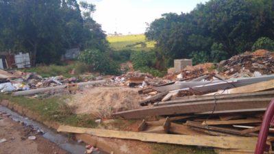 Moradora pede finalização de obra na Vila São Francisco