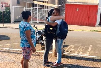 Túnel do tempo: Pegadinha ABRAÇO – ITAPEVA – SP – (11/10/2015)