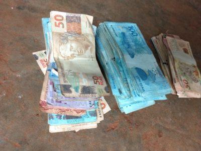 Polícia encontra R$ 52 mil em casa de homem que se suicidou