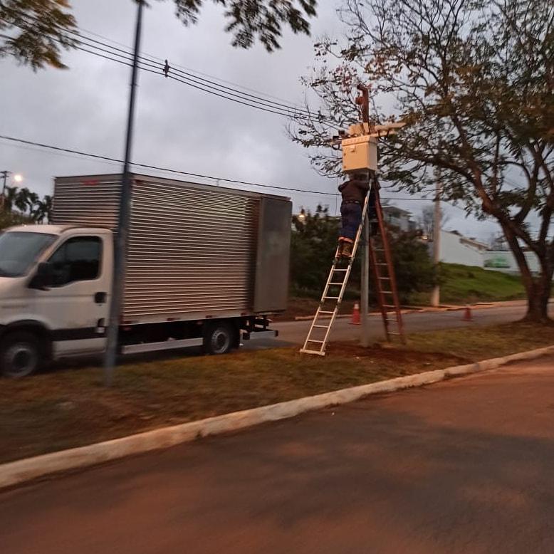 Radar está sendo instalado na Avenida Benedito Orestes Gonzaga