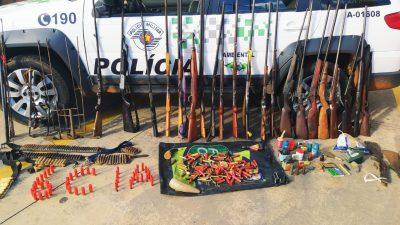 Polícia Ambiental apreende arsenal de armas em Itapeva