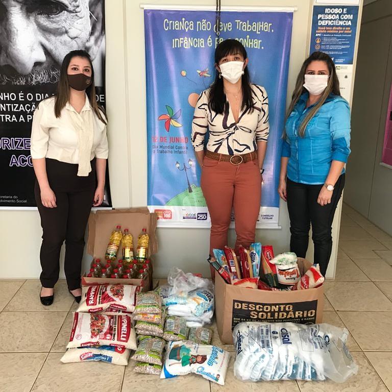 CREAS recebe a doação de 136 quilos de alimentos