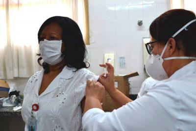 Secretaria de Saúde dá início à vacinação contra Covid-19 na Santa Casa de Misericórdia, Lar Vicentino e Samu