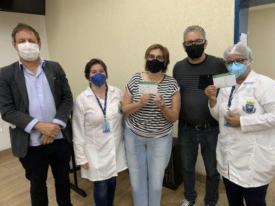 Técnica de enfermagem e médica responsável pela ala Covid no hospital são as primeiras vacinadas em Itapeva