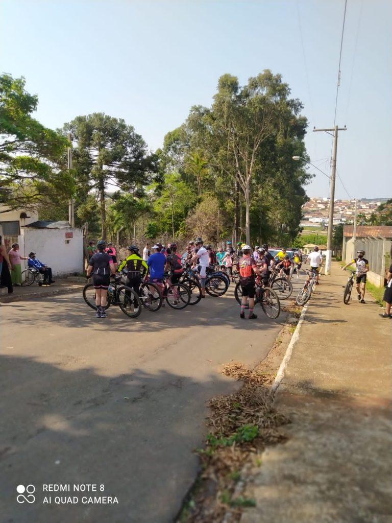 Passeio ciclístico marcou a manhã do aniversário de Itapeva