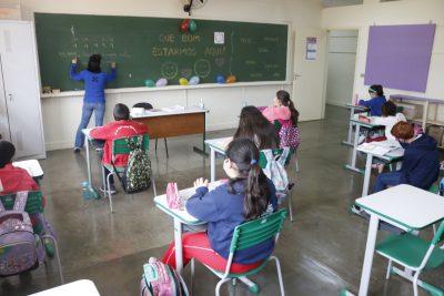 Escolas Municipais passam a atender presencialmente 100% dos alunos